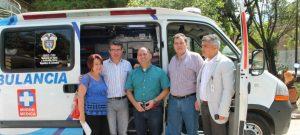 """Con una inversión total de COP $15.000 millones, $8.803 millones correspondientes a la compra de dotación de equipo médico – incluyendo inversiones en la E.S.E. Hospital Marco Fidel Suárez y en la E.S.E. Bello Salud – y $7.086 millones correspondientes a la adquisición de ambulancias, Esto para el mejoramiento de la red de urgencias de Antioquia.  La visita del Ministro  debido a la entrega de las ambulancias en el  municipio de Bello, Antioquia, forma parte de las actividades programadas en el plan El Presidente en las Regiones, nombre que se le ha dado a la segunda fase de los Encuentros para la Prosperidad y los Encuentros Regionales, que durante el cuatrienio anterior hicieron posible el contacto directo del Gobierno Nacional con las comunidades de 153 municipios de todos los departamentos del país.  Alejandro Gaviria, Ministro de Salud y Protección Social, afirmó, """"se hizo entrega de cinco ambulancias para fortalecer la Red de Prestación de Servicios de Salud en el Valle de Aburrá. Las ambulancias  fueron adquiridos con una cofinanciación del Ministerio por valor de $328 millones y beneficiarán a los habitantes de Girardota, Copacabana, Envigado"""".  El día de mañana se dirigirá hacia  26 municipios de la región Eje Cafetero-Antioquia. Los cuatro departamentos que la conforman (Quindío, Caldas, Risaralda y Antioquia) , ya que son considerados actores clave en el desarrollo económico nacional y, de hecho, la Comisión Económica para América Latina y el Caribe (Cepal) los ubicó en los primeros ocho puestos del escalafón de competitividad de Colombia, todo esto debido a la entrega de estas ambulancias en pro de mejorar la calidad de vida de los habitantes de esta región.   Estas ambulancias además ayudan al crecimiento del  Eje Cafetero, ya que sus habitantes  han venido apostando por sus cafetales y ya se están viendo los frutos. El año pasado tuvo la mayor producción de café de la historia a nivel nacional (12,1 millones de sacos) y con las mejores productividades """