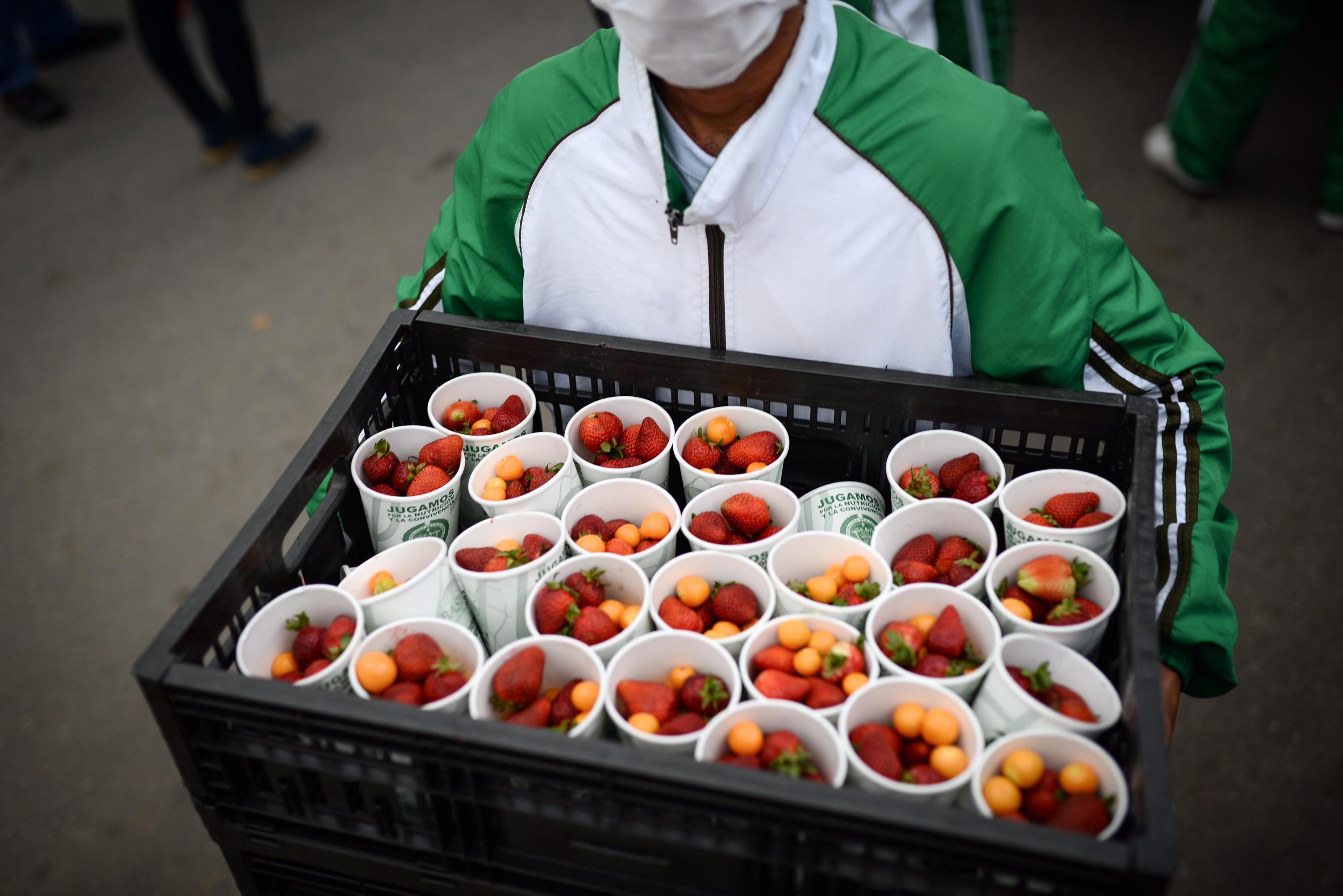Personal de Corabastos entregó 10 mil porciones de frutas