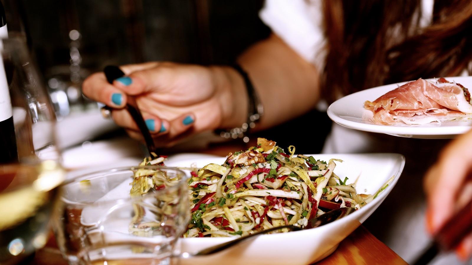 El consumo en exceso de sal en sus comidas, puede enfermarlo