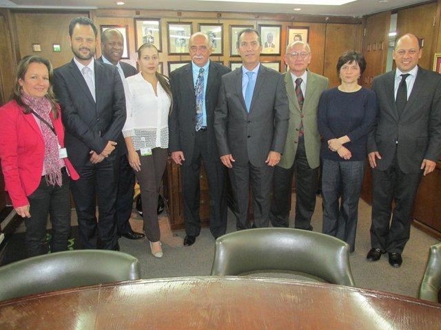 Miembros de la OIE reunidos con delegados del ICA. Cortesía: ICA