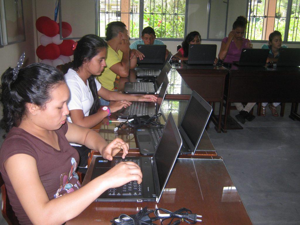 Escuelas Digitales Campesinas en el Valle del Cauca
