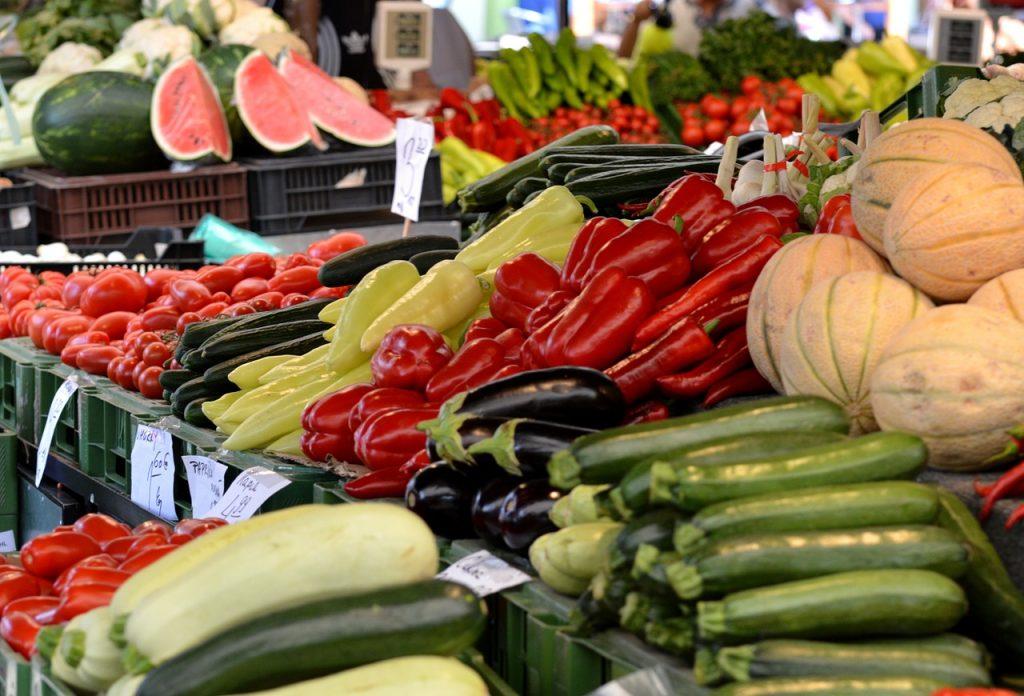 Rueda de negocios entre pequeños productores y comerciantes del país