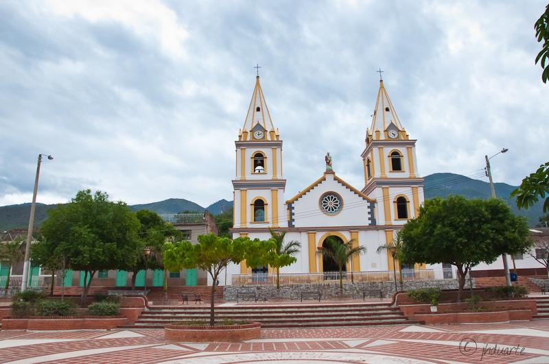 Plazoleta central en Capitanejo, Santander, municipio afectado pro la sequía.