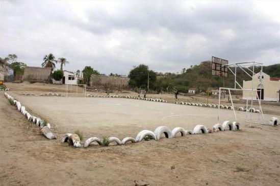 Foto: www.emaze.com. Cancha de mirco fútbol, El Salado, Bolívar.