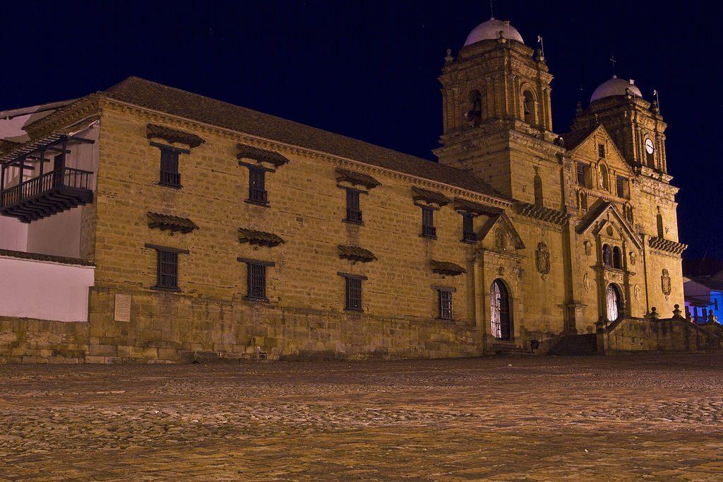 Plaza central de Mongui, departamento de Boyacá.