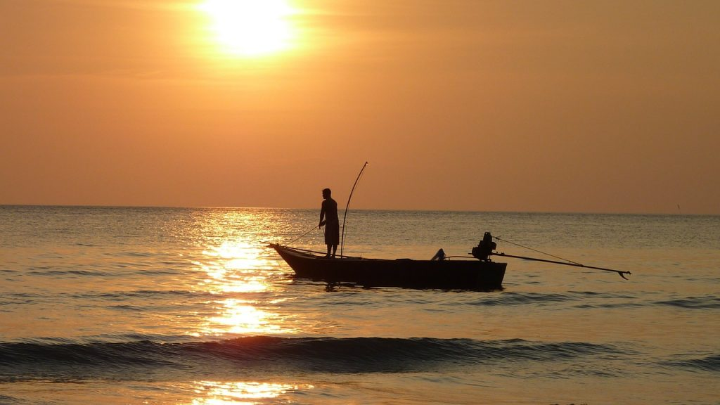 fishing-at-sunset-209112_1280